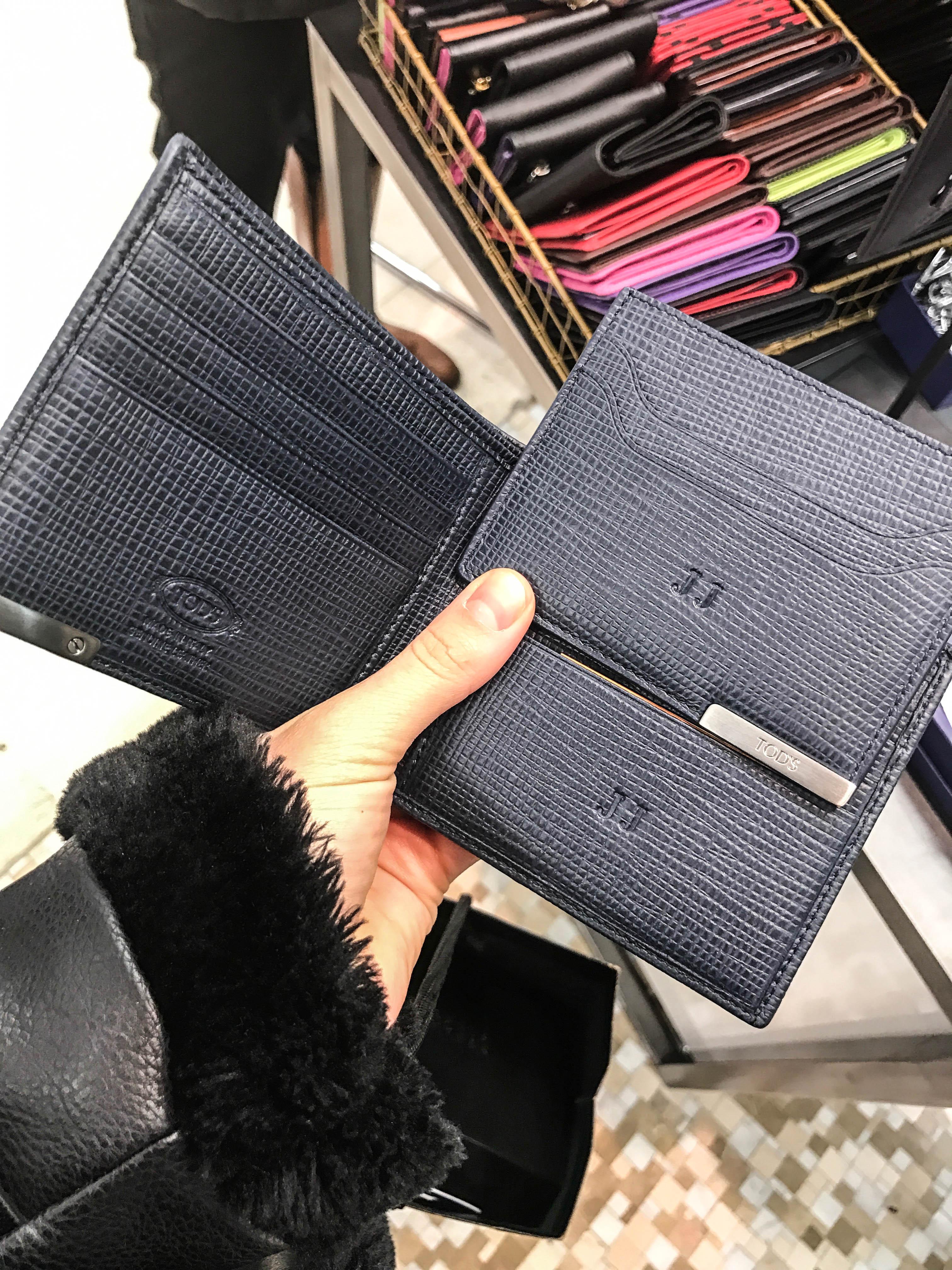 plånbok med initialer